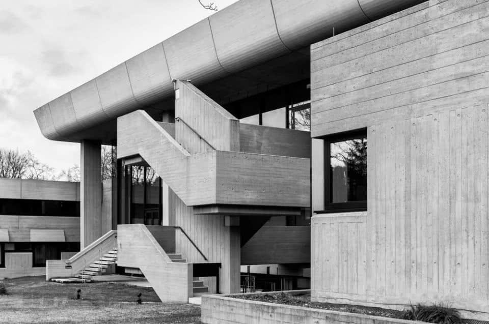 Die kongresshalle in augsburg brutalistische architektur for Architektur brutalismus